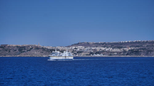 Přepravní trajekt mezi ostrovy